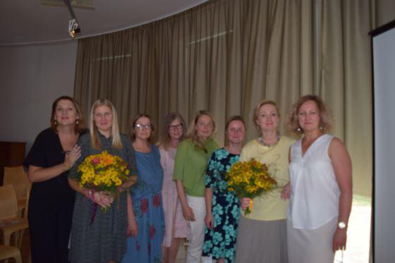 Ar kolēģēm Latvijas smilšu spēles terapijas biedrības vasaras skolas seminārā 2018.gada 24.augustā